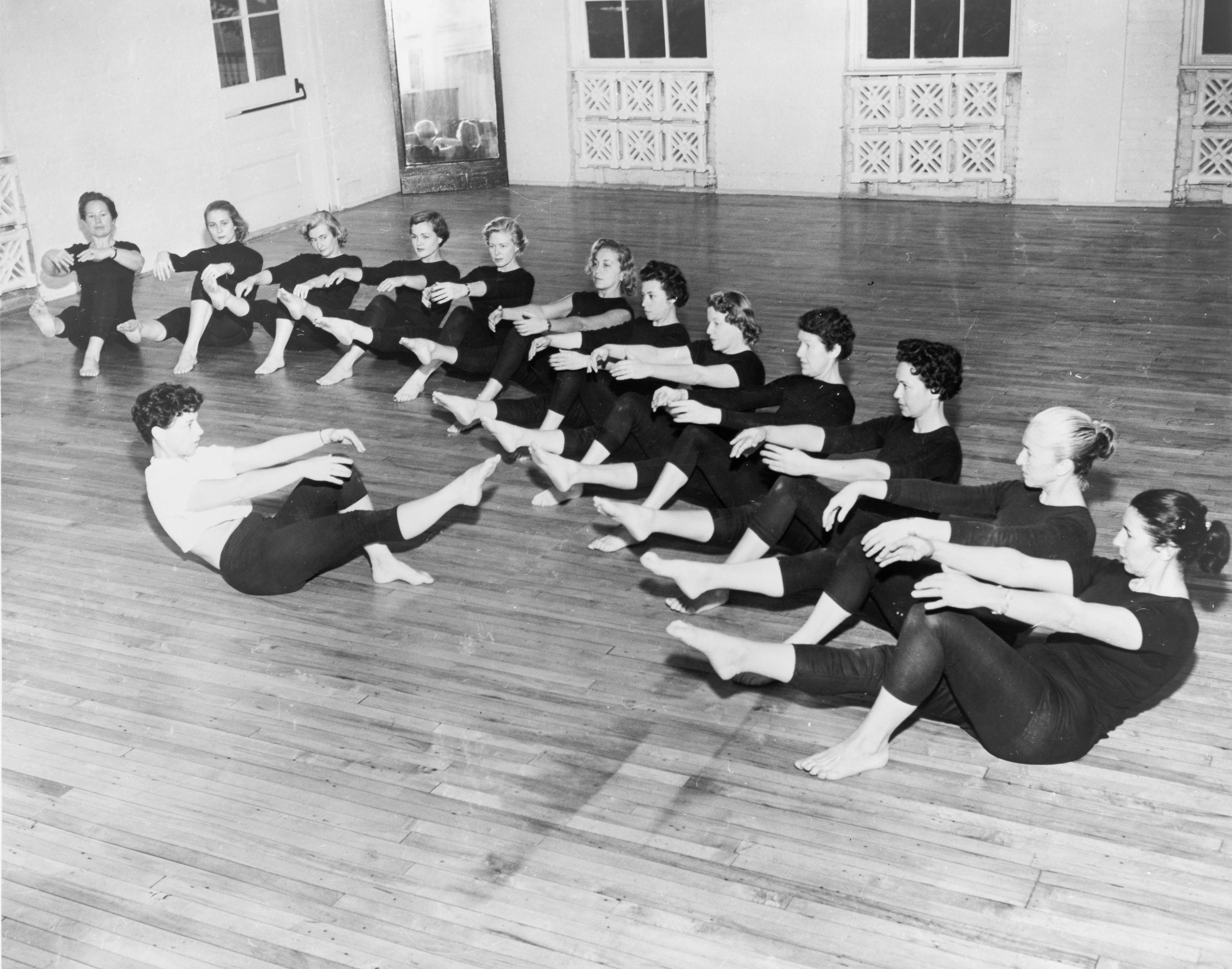 History of physical therapy treatment - File Bonnie Prudden Leading Class Jpg