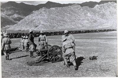 File:British review of Tibetan army.jpg