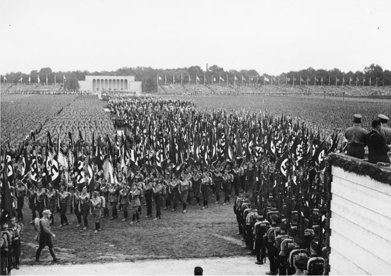 Reichsparteitag Nürnberg 1933, SA-Aufmarsch Luitpoldarena. Bundesarchiv, Bild 183-1987-0410-501 / CC-BY-SA 3.0 [CC BY-SA 3.0 de (https://creativecommons.org/licenses/by-sa/3.0/de/deed.en)], via Wikimedia Commons