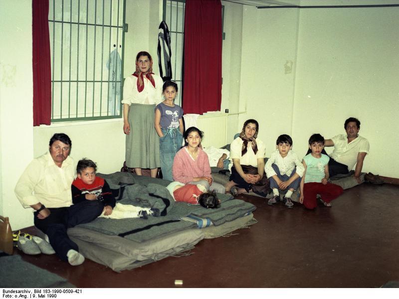 Bundesarchiv Bild 183-1990-0509-421, Berlin, Rumänische Asylanten.jpg