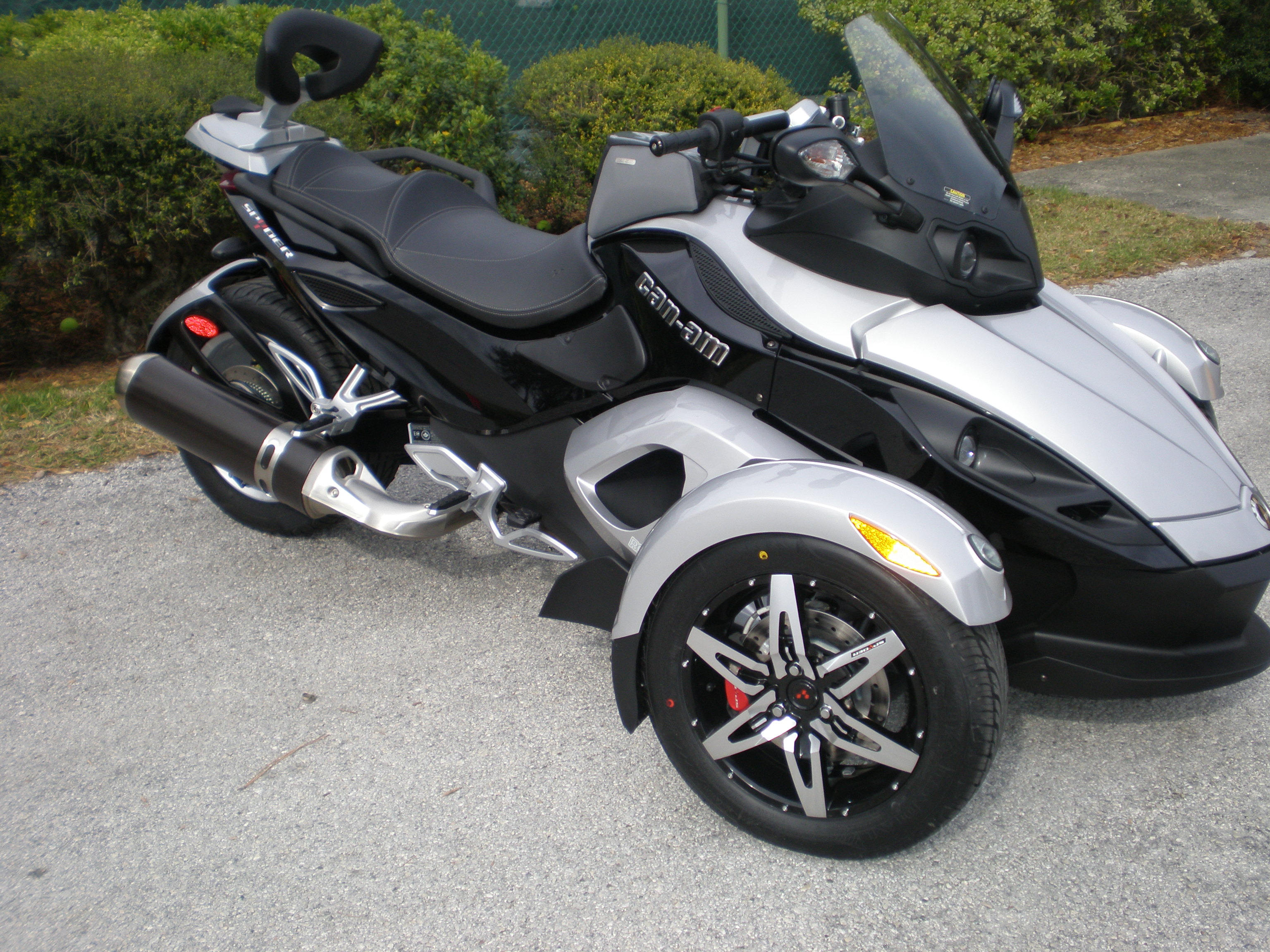 Can Am Spyder Roadster >> File Can Am Spyder Roadster Jpg Wikimedia Commons