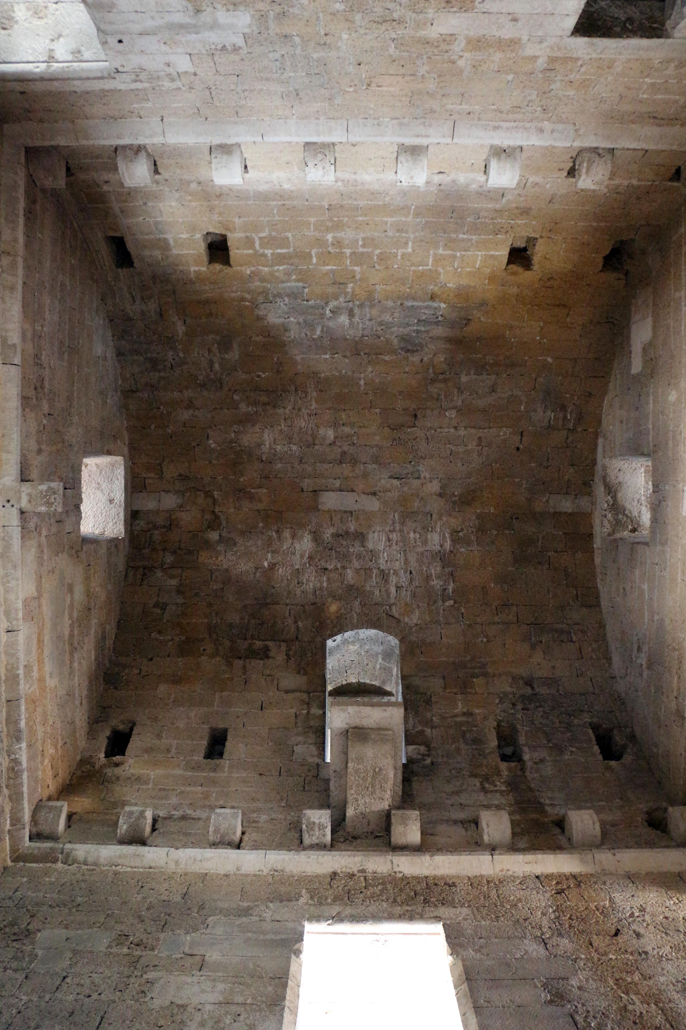 File castello di gioia del colle interno torre dell for Interno delle piantagioni del sud
