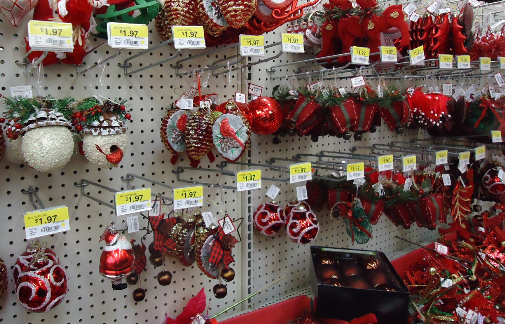 File:Christmas Decorations In A Store Assorted 9