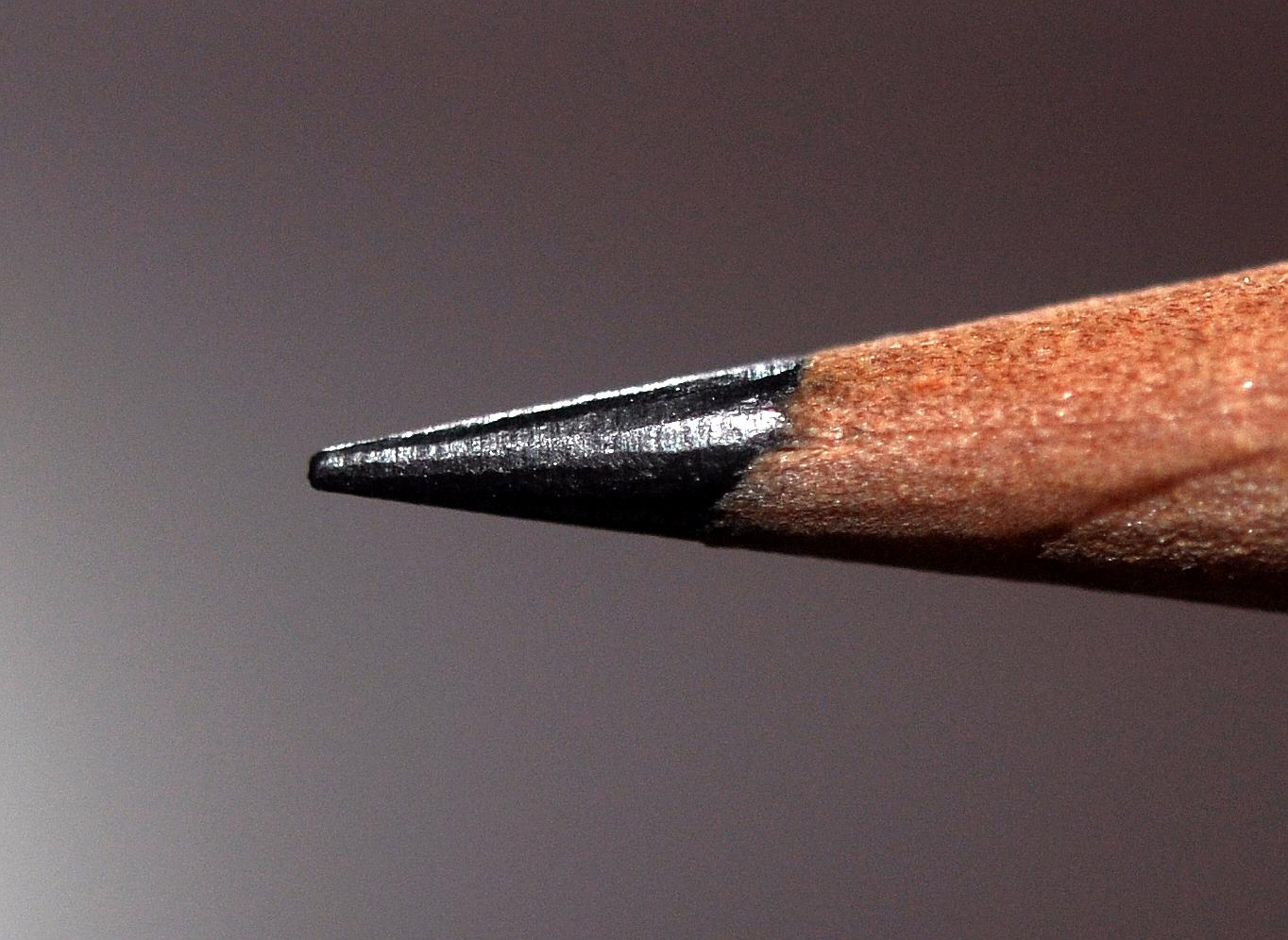 File:Closeup of pencil graphite.JPG - Wikimedia Commons