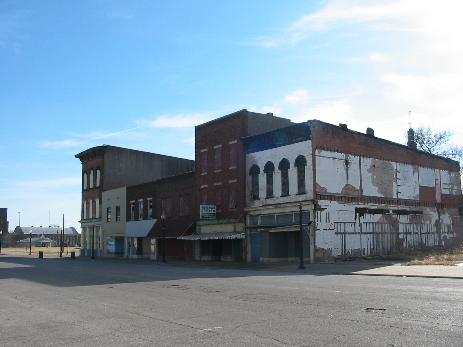 File:Commercial Street Cairo Illinois Closed.jpg