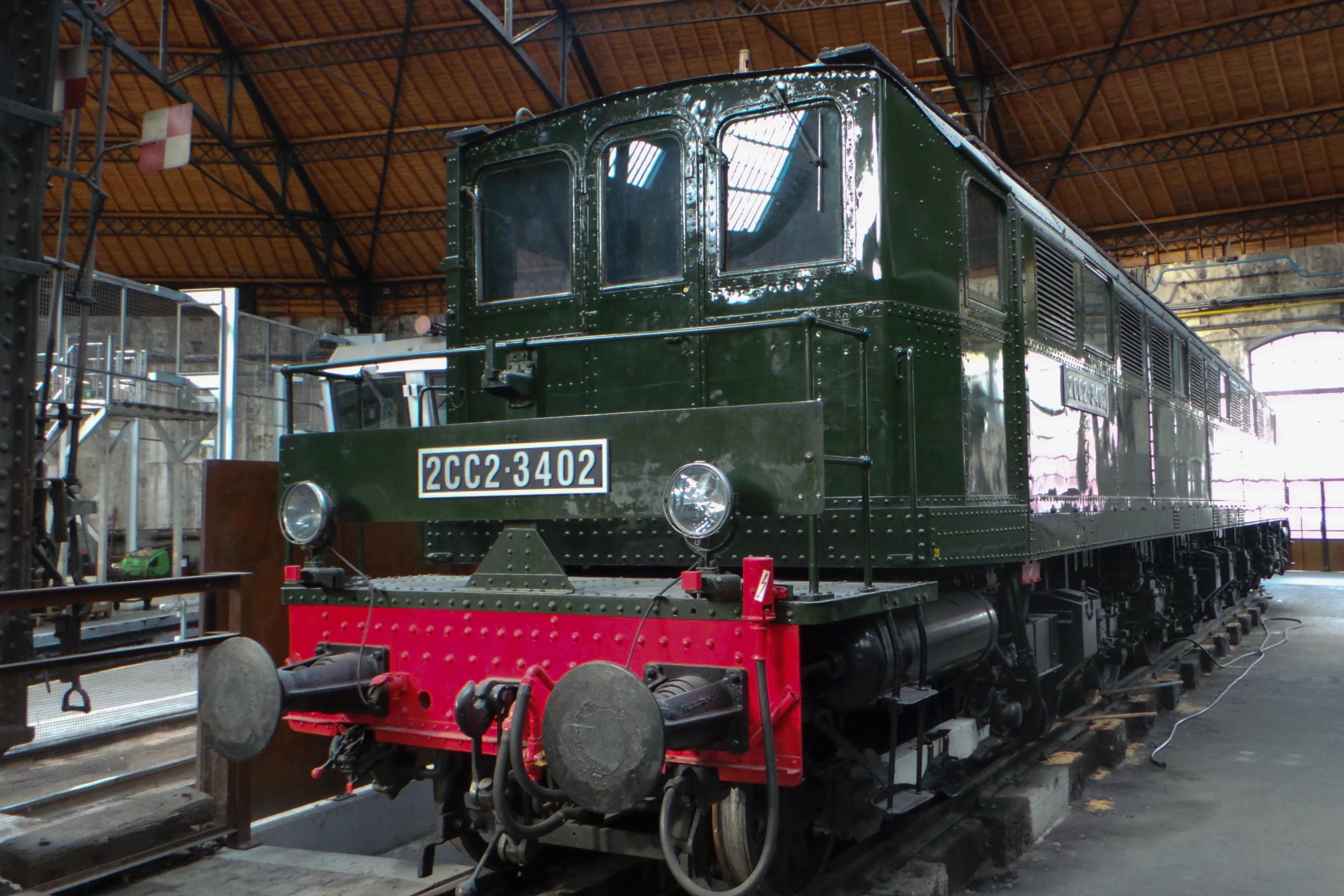 Datei:Dépôt-de-Chambéry - Rotonde - 2CC2-3402 - 20131103 143741