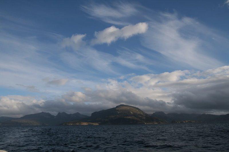 La isla de los Estados vista desde el estrecho de Le Maire.