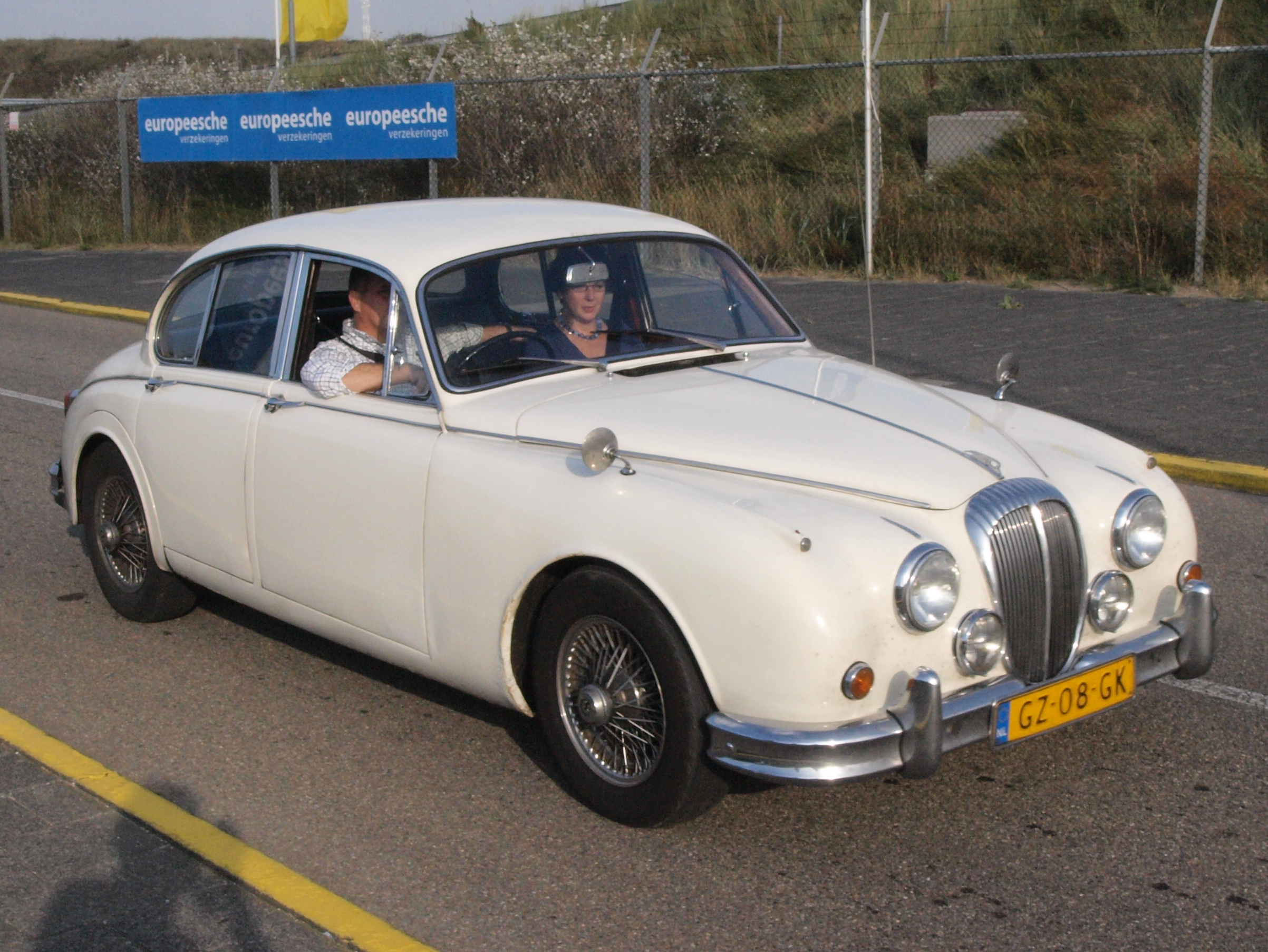 File Daimler V8 250 Saloon Dutch Licence Registration Gz