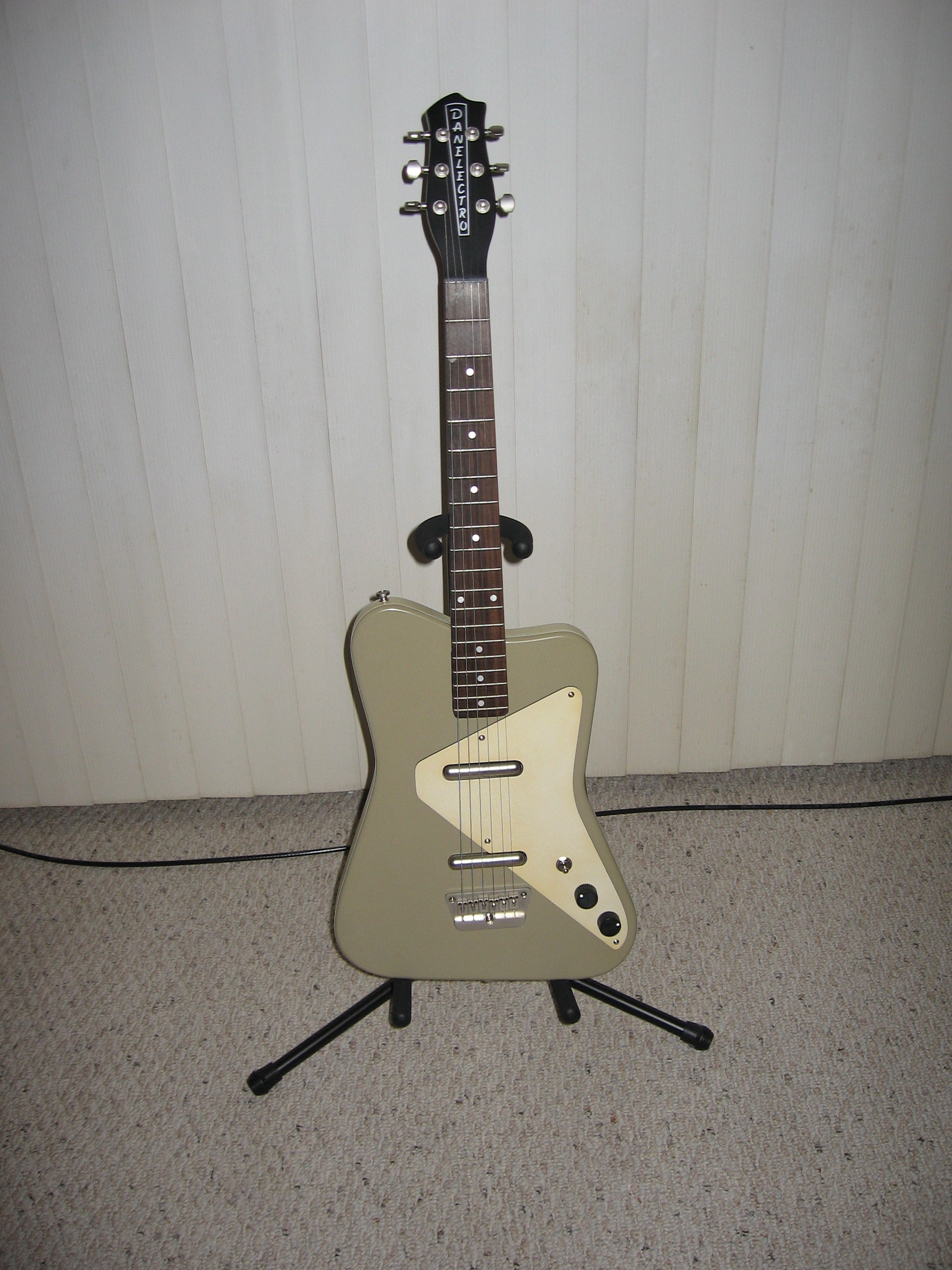 Danelectro_Dano_Pro_%28reissued_in_2007%29 Danelectro Dano Pro Wiring Diagram on t721 thermostat, technic ediphone, comp tach, comp billet distributor two wire, series ready run distributor,