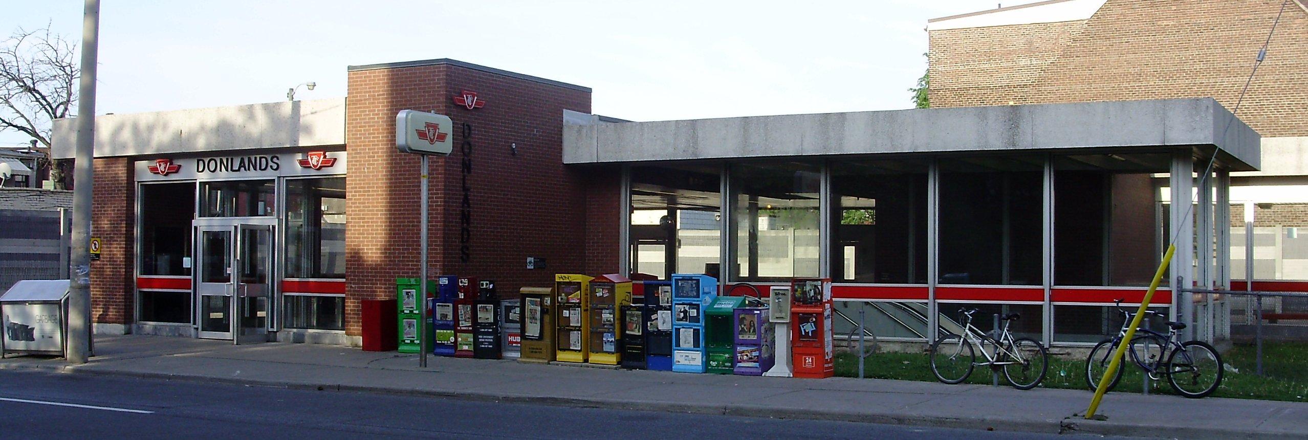File Donlands Station Ttc Jpg Wikimedia Commons