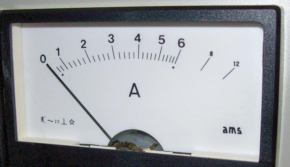 Come si fa a collegare un voltmetro