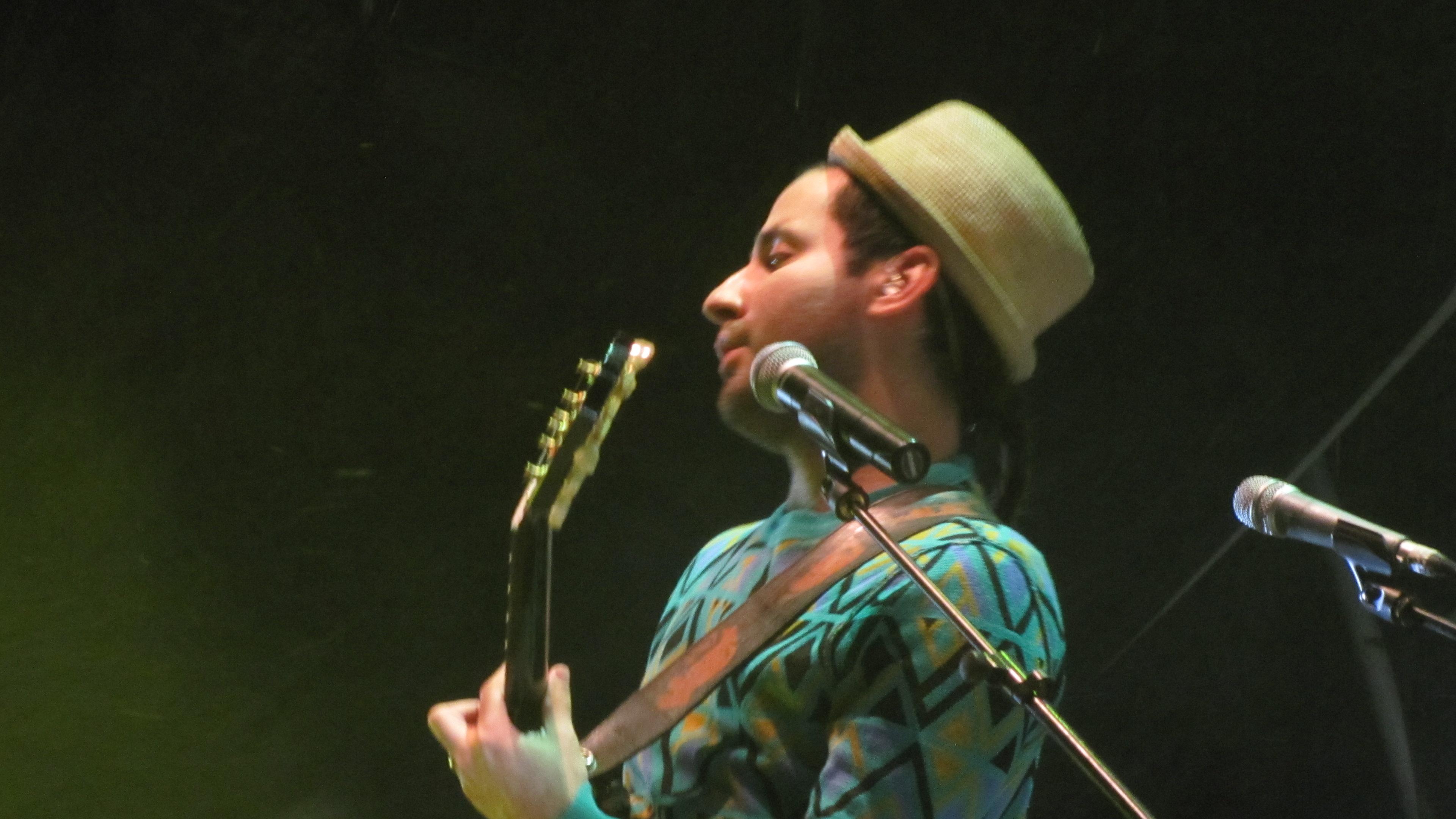 Eduardo Cabra, Visitante, en el Concierto de Calle 13 durante el Festival Sonorama Ribera 2012 en el Escenario Principal.