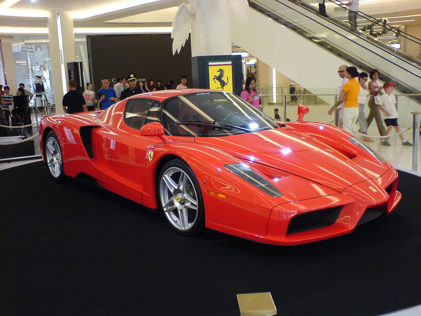 fileferrari enzo im siam paragon bangkokjpg - Ferrari Enzo 2010