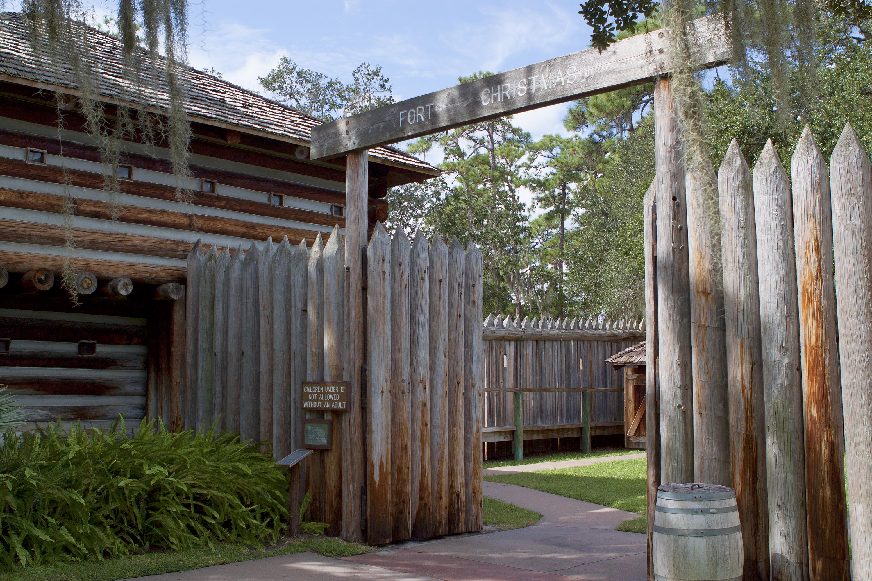 File:Fort Christmas historical Park - Fort Entrance.jpg ...