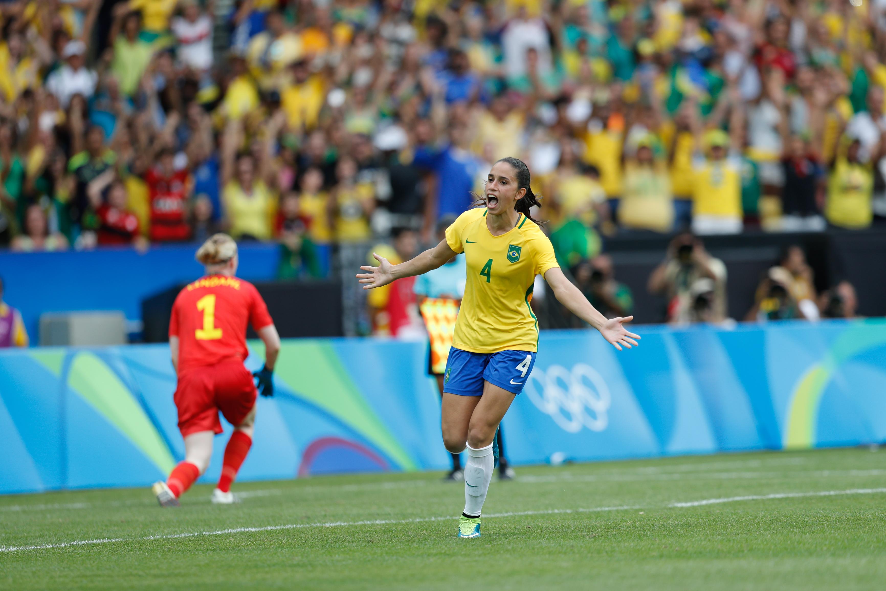 Ficheiro Futebol feminino olímpico- Brasil e Suécia no Maracanã  (28746915720).jpg 7d0fae30980e3