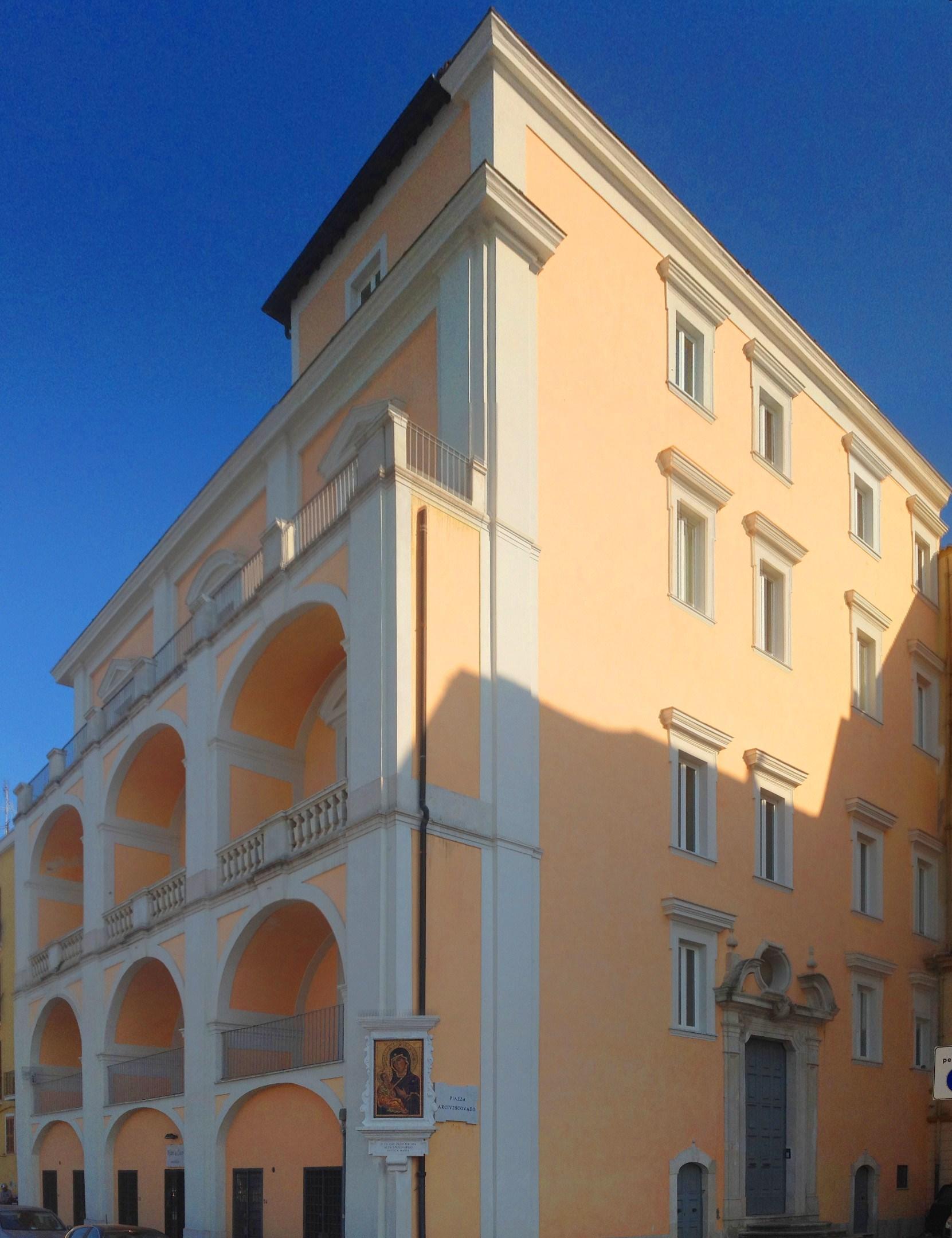 File gaeta palazzo arcivescovile wikipedia - Pilozzo da esterno ...