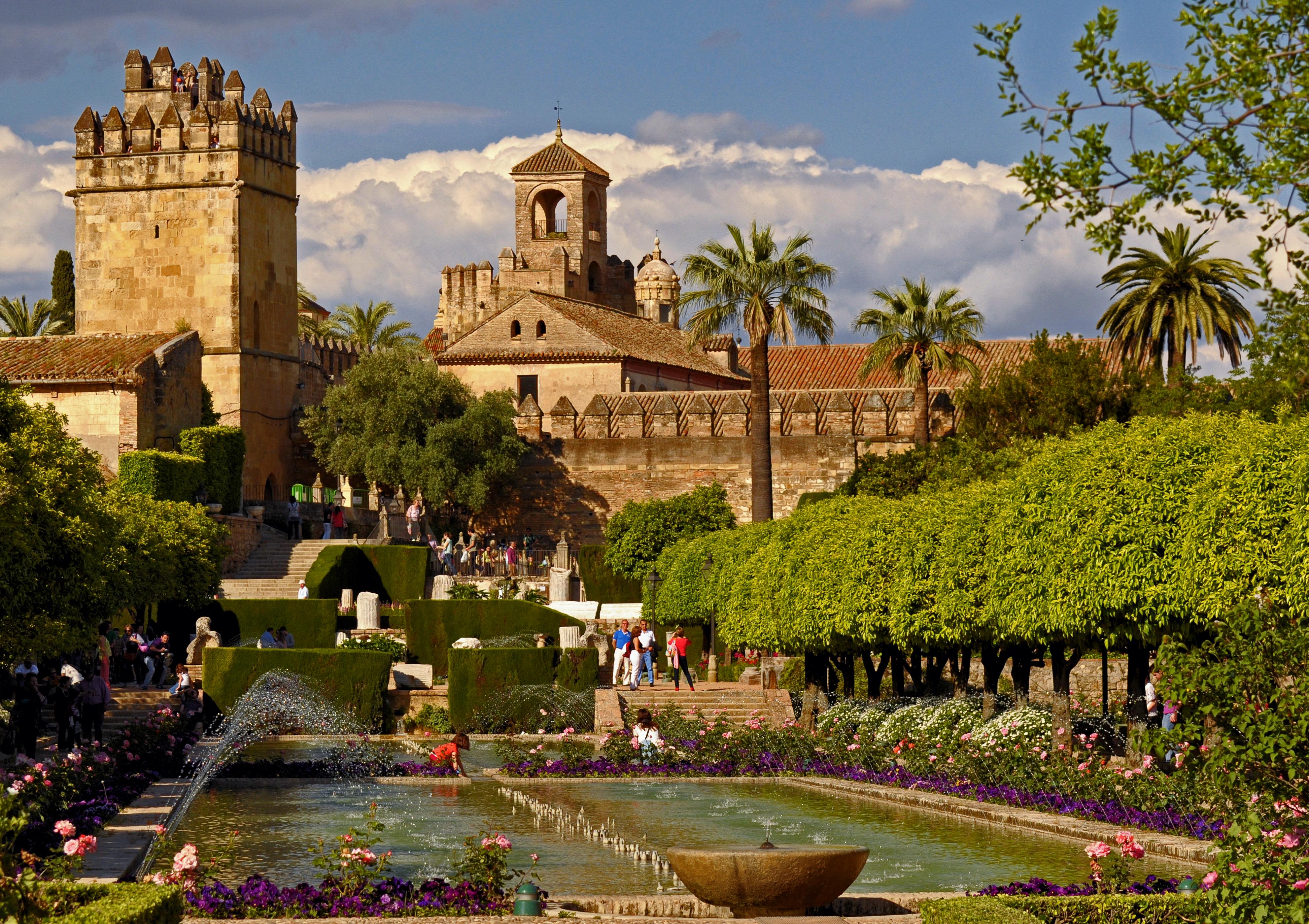 File:Gardens of the Alcázar de los Reyes Cristianos. Córdoba, Spain ...