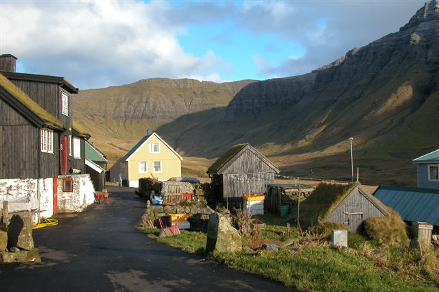 Mynd:Gasadalur, Faroe Islands, October 2005 (2).jpg