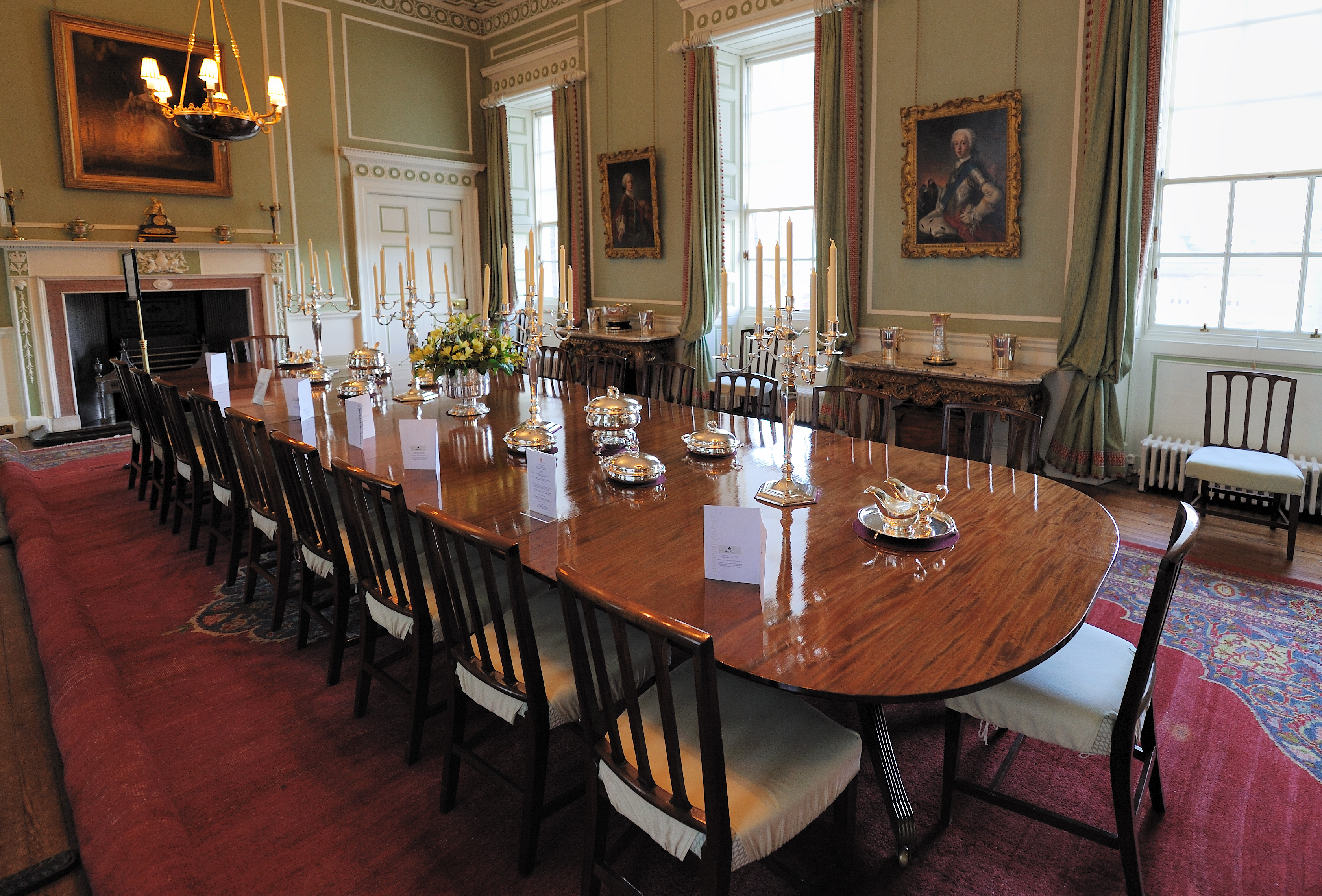 Fileholyrood palace dining roomjpg wikimedia commons for What kind of paint to use on kitchen cabinets for vase candle holder centerpiece