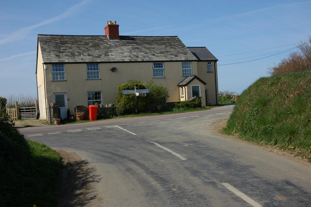 File:House at Silworthy Cross - geograph.org.uk - 414701.jpg