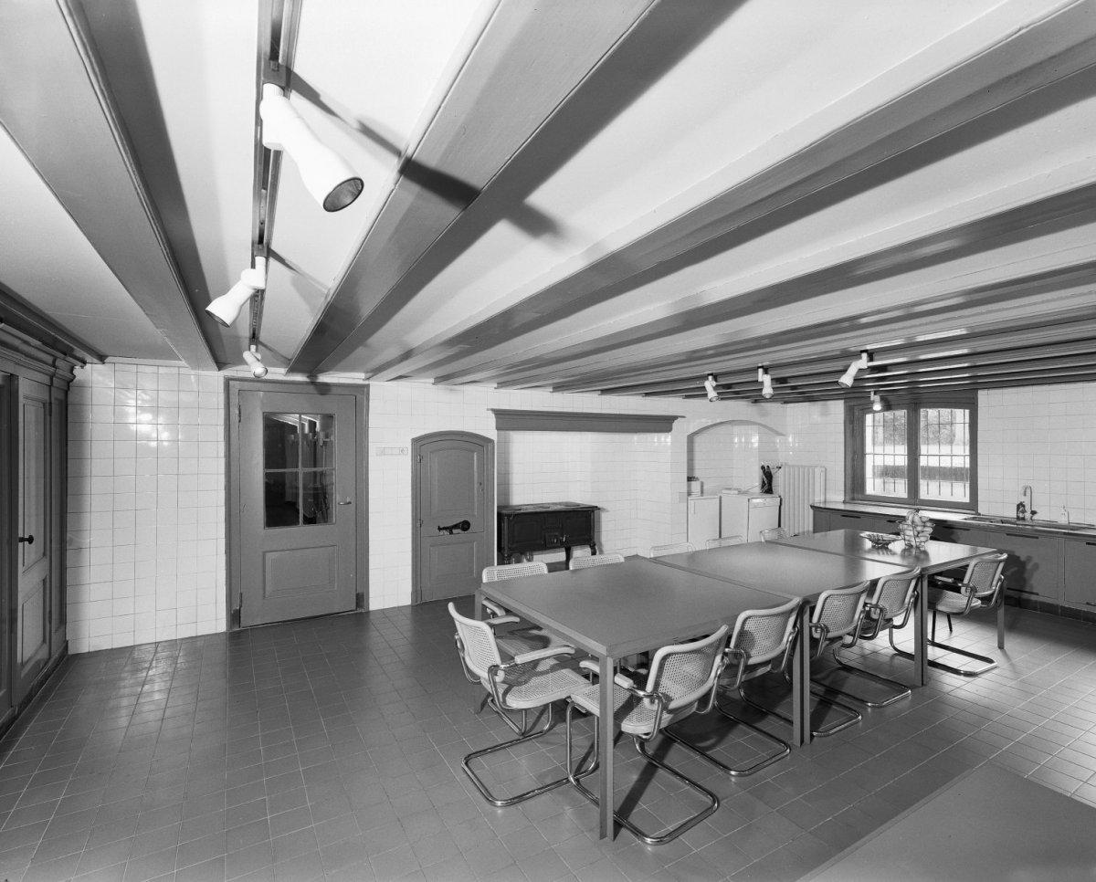 Keuken In Souterrain : File:interieur souterrain betegelde keuken zeist 20368862
