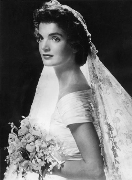 File:Jackie Kennedy on her wedding day,Rhode Island ...