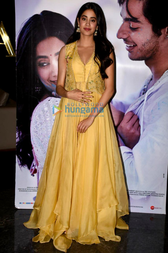 Файл:Janhvi Kapoor snapped at the press conference of the song