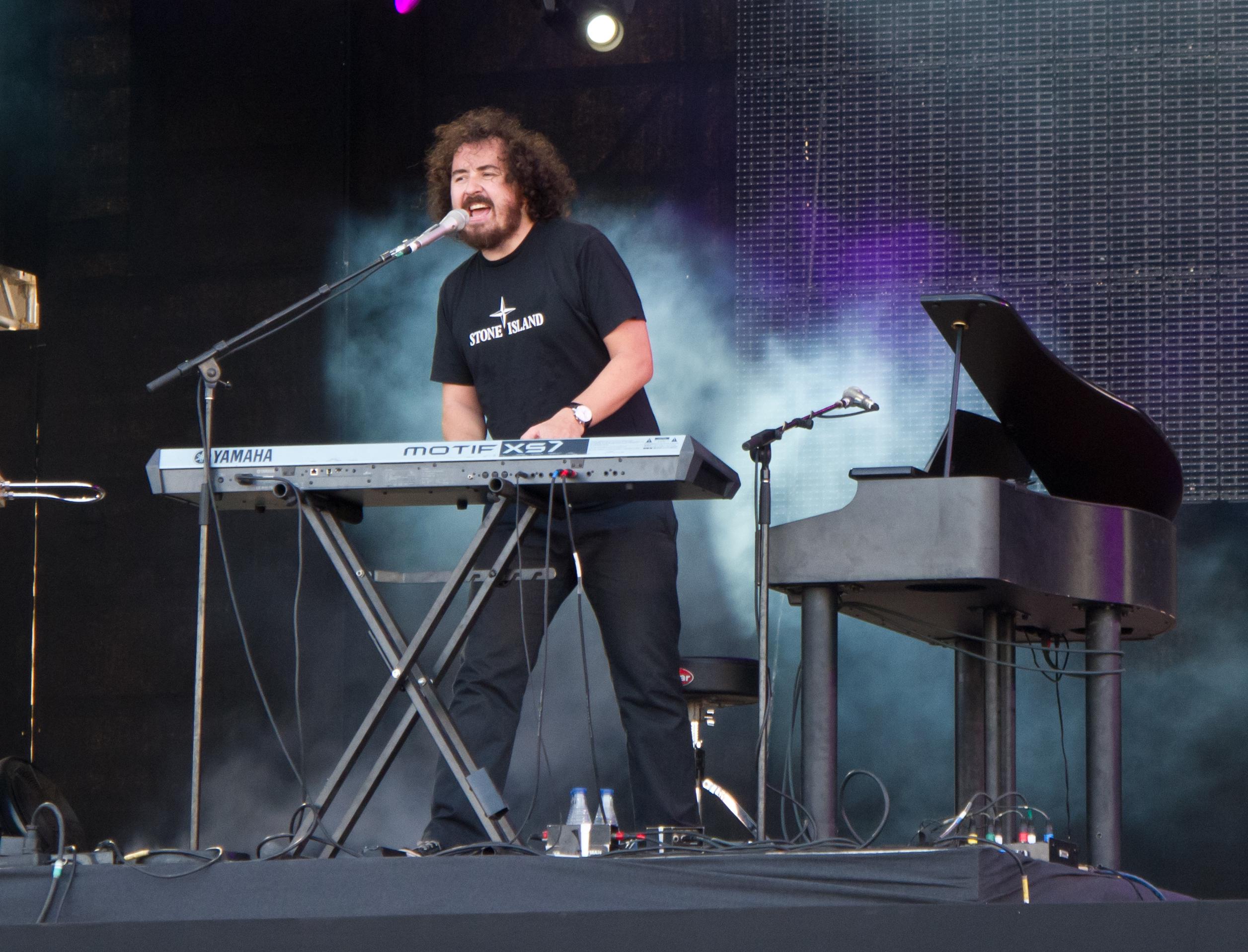 Xabi San Martín durante un concierto en 2012