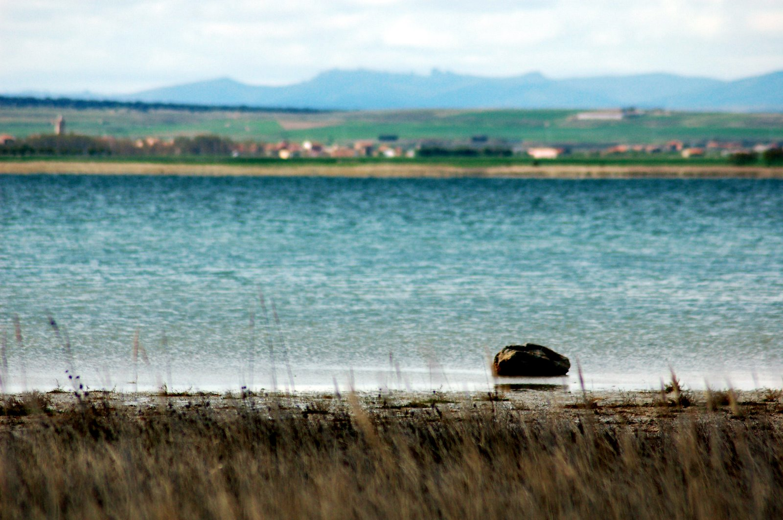 File:Laguna de Gallocanta.jpg - Wikimedia Commons