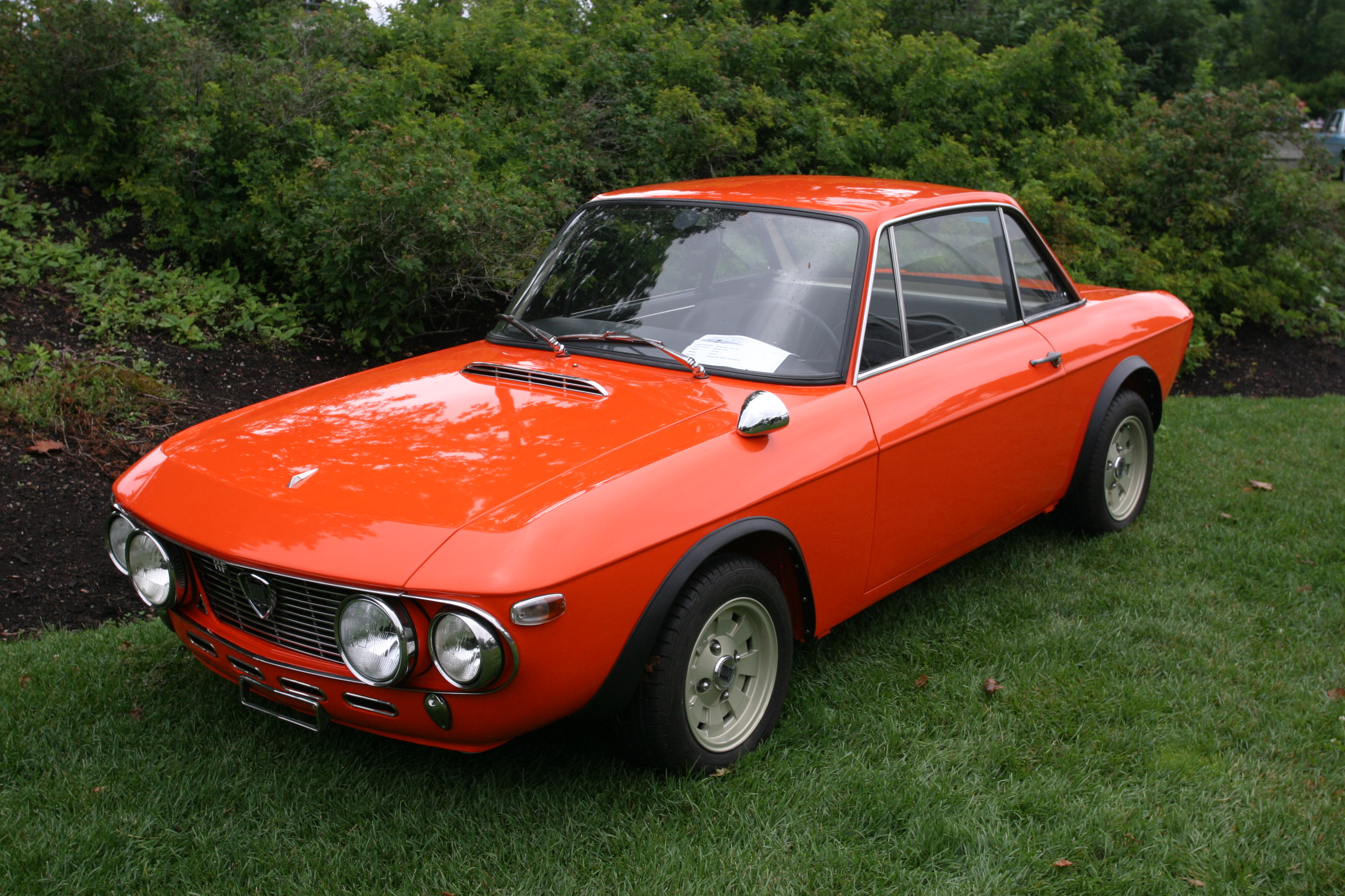 http://upload.wikimedia.org/wikipedia/commons/3/3e/Lancia_Fulvia_HF_Fanalone_1970_-_0.jpg?uselang=fr