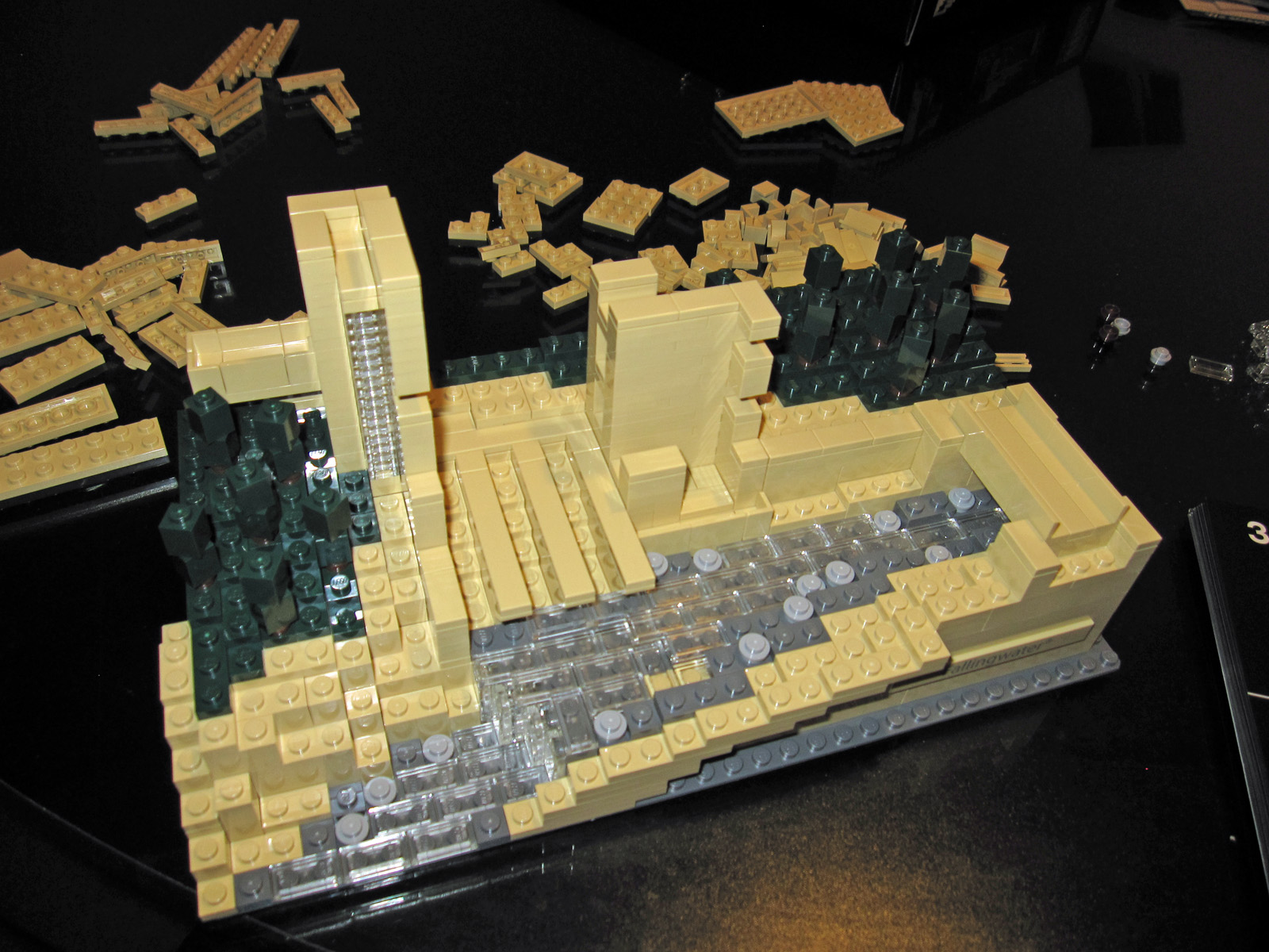 File lego architecture 21005 fallingwater 7331204264 jpg wikimedia commons - Lego falling waters ...