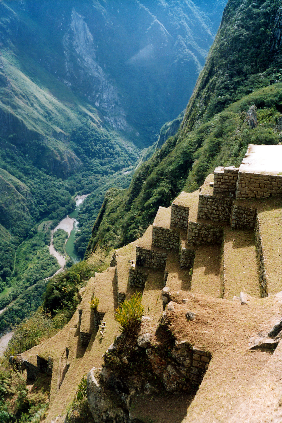 Description Machu Picchu Urubamba river.jpg