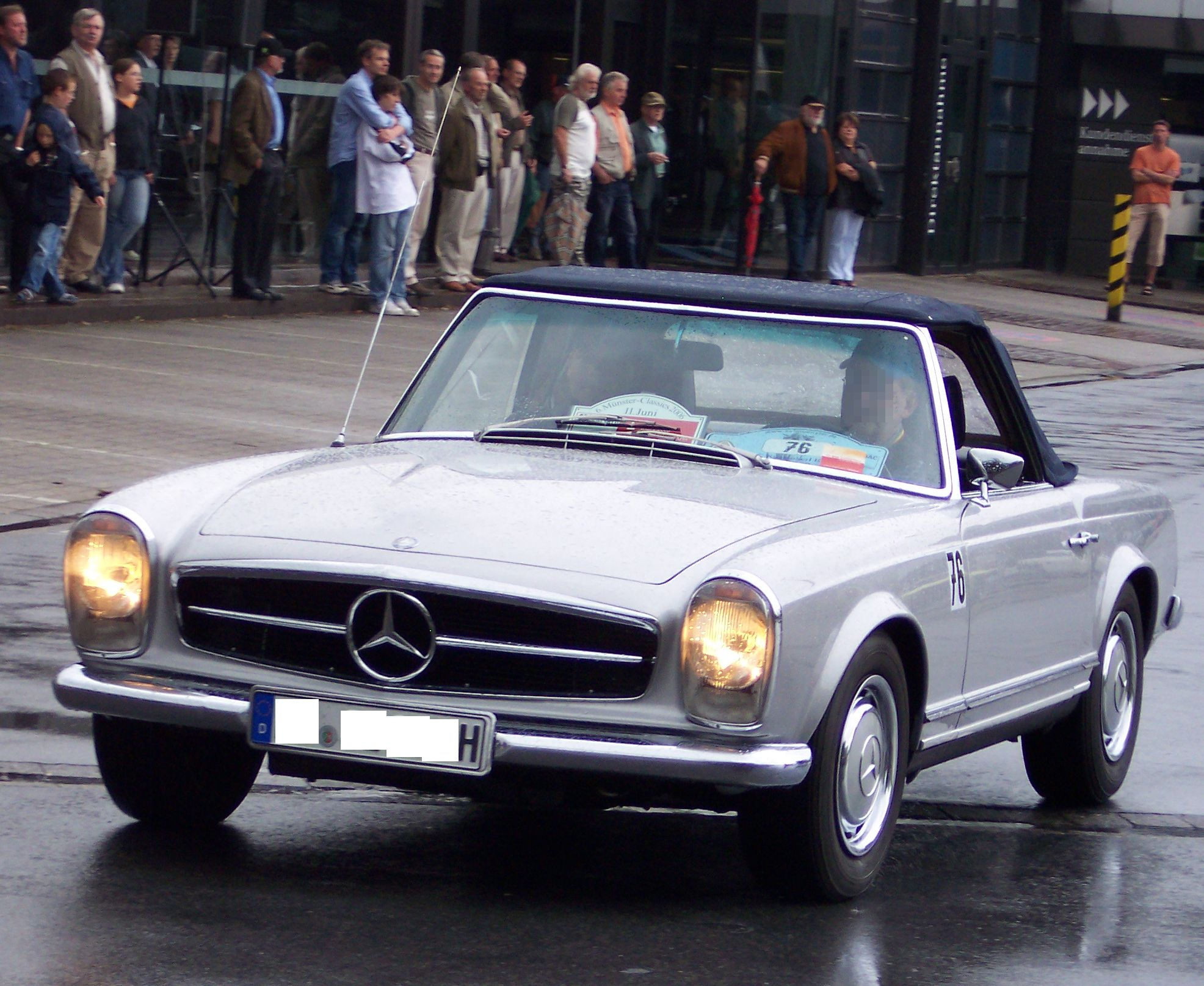 file mercedes benz 280 sl silver cabrio closed. Black Bedroom Furniture Sets. Home Design Ideas