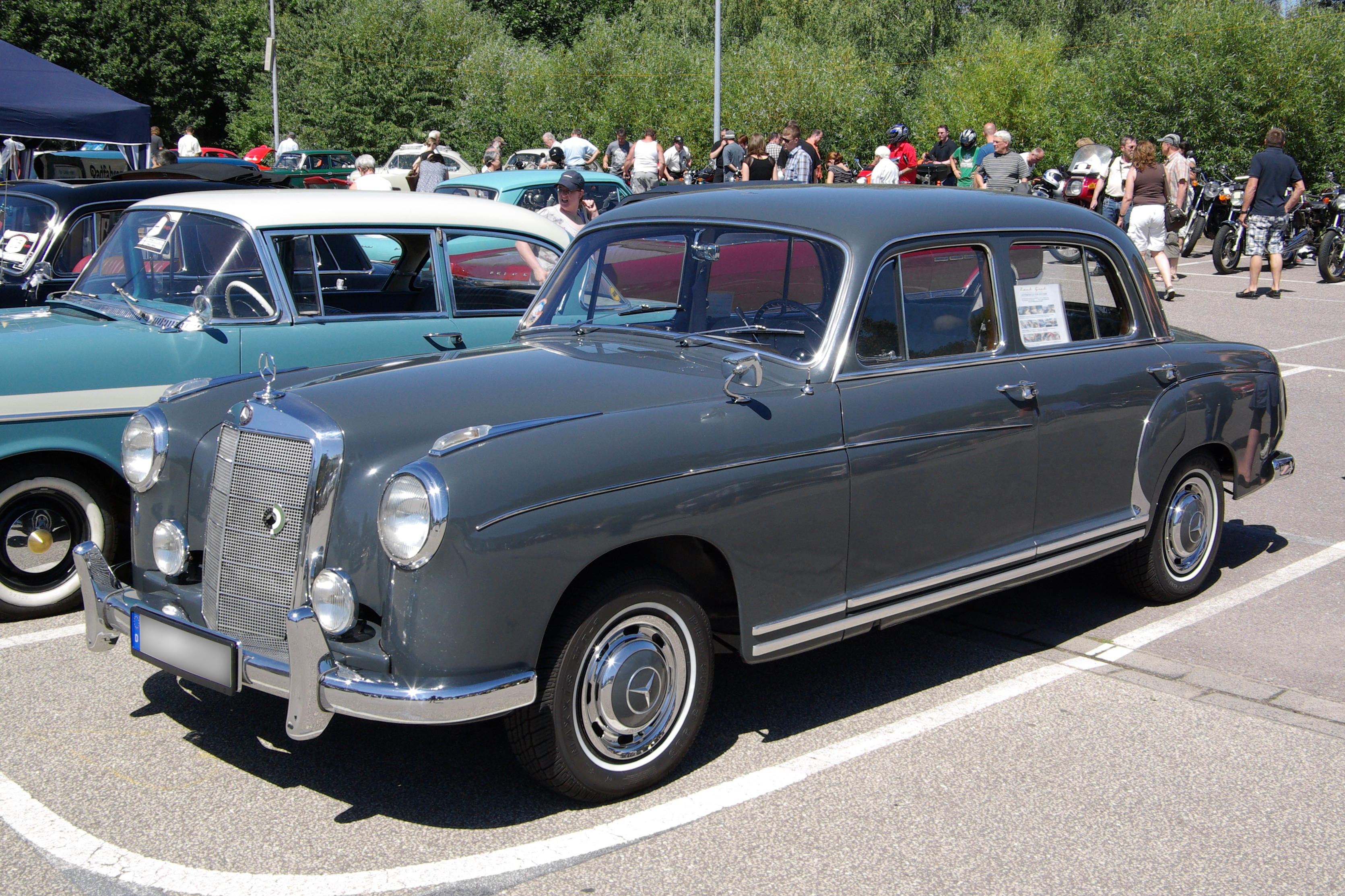File mercedes benz w 180 ii bw wikimedia commons for Mercedes benz w