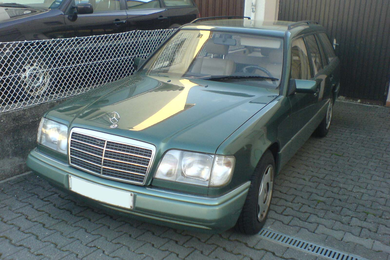 file mercedes e 250 t w124 mopf diesel turmalin. Black Bedroom Furniture Sets. Home Design Ideas