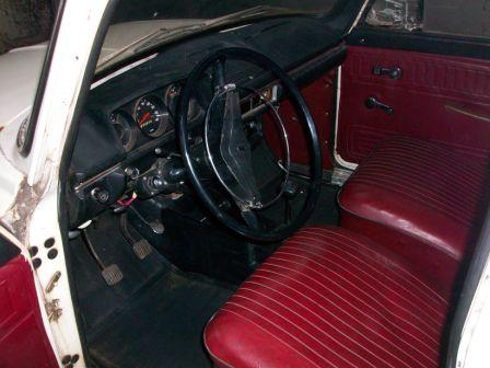 File:Moskvitch-408IE interior late.jpg
