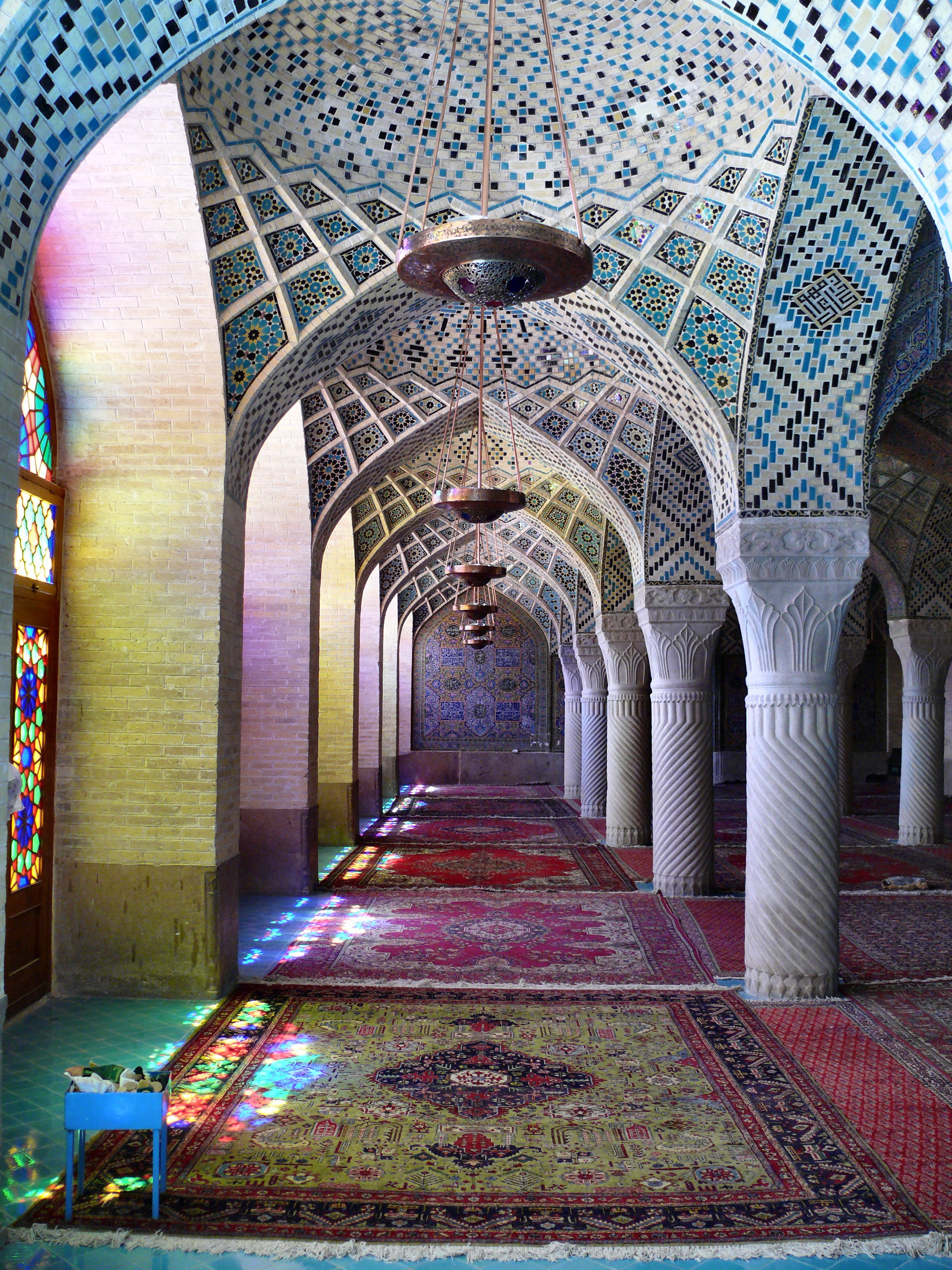 File:Nasr ol Molk mosque inside colorful.jpg - Wikimedia ...