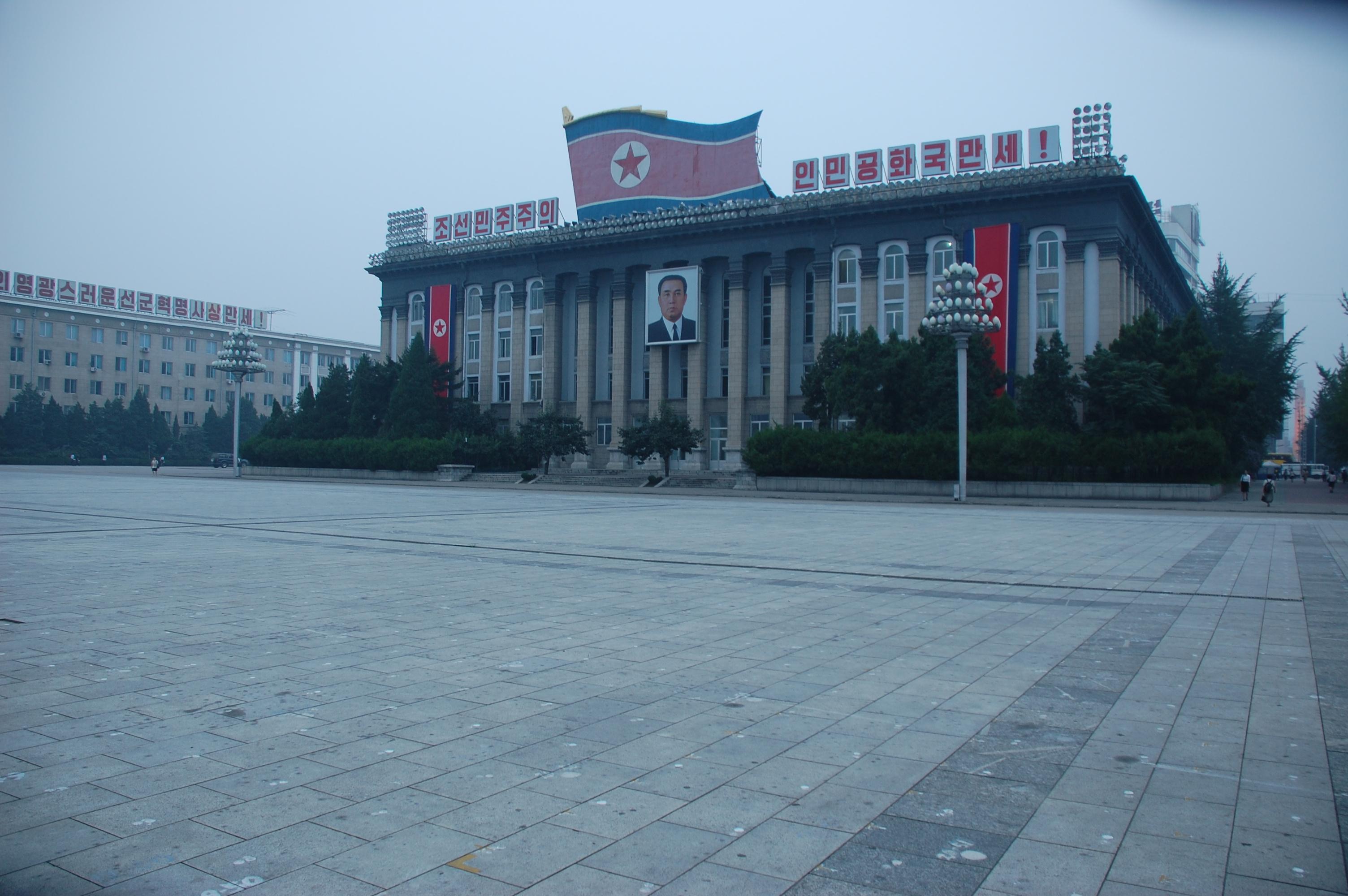North Korea — Pyongyang, Kim Il-sung Square (1027407020).jpg