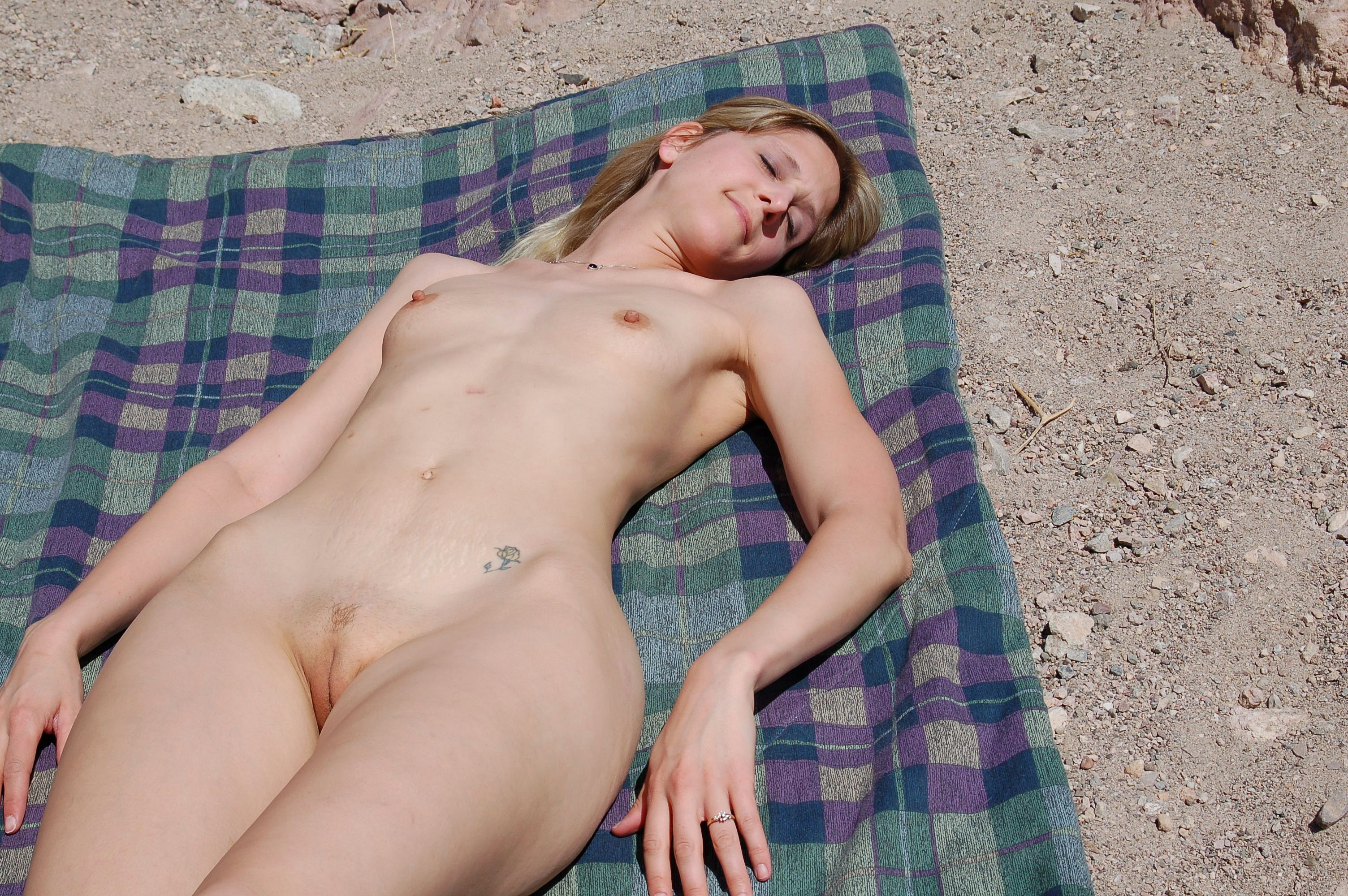What, women nude sun bathing