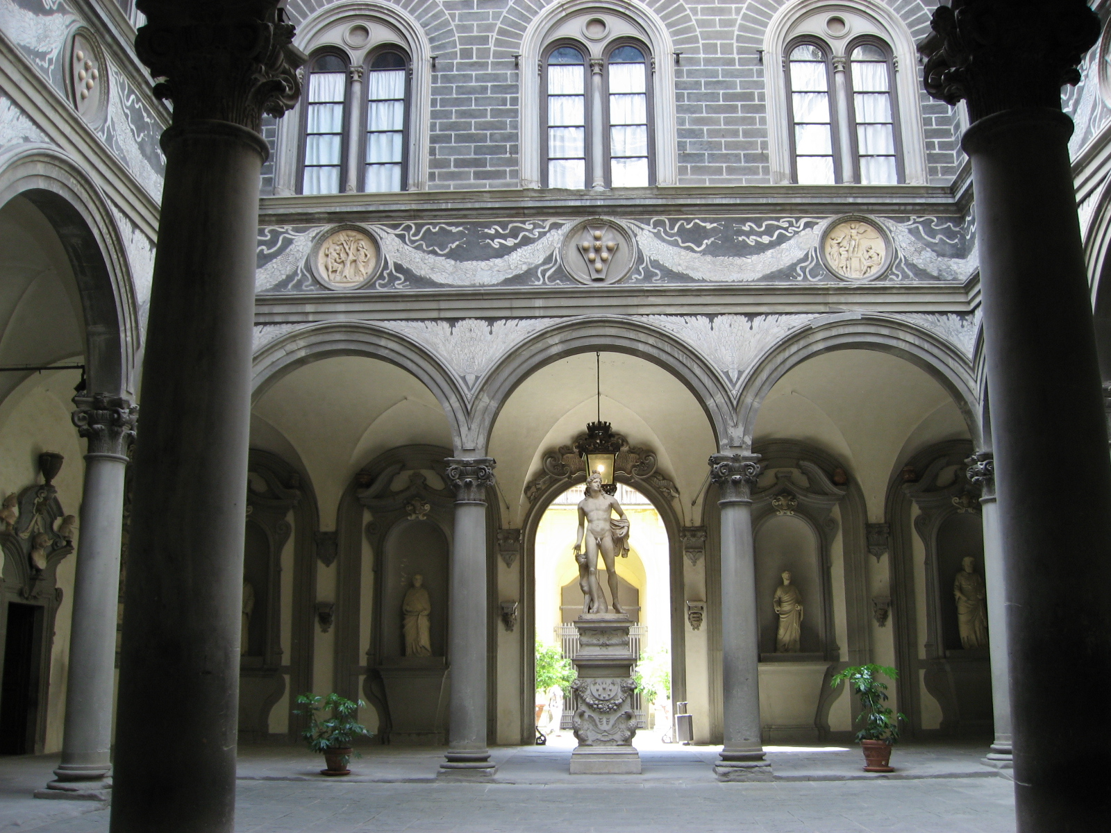 essays on renaissance architecture It even changed the architecture as middle eastern buildings became a more common sight, directly influencing the creation of renaissance markets, such as venice the exchange between cultures can also be seen in the art work of the time.