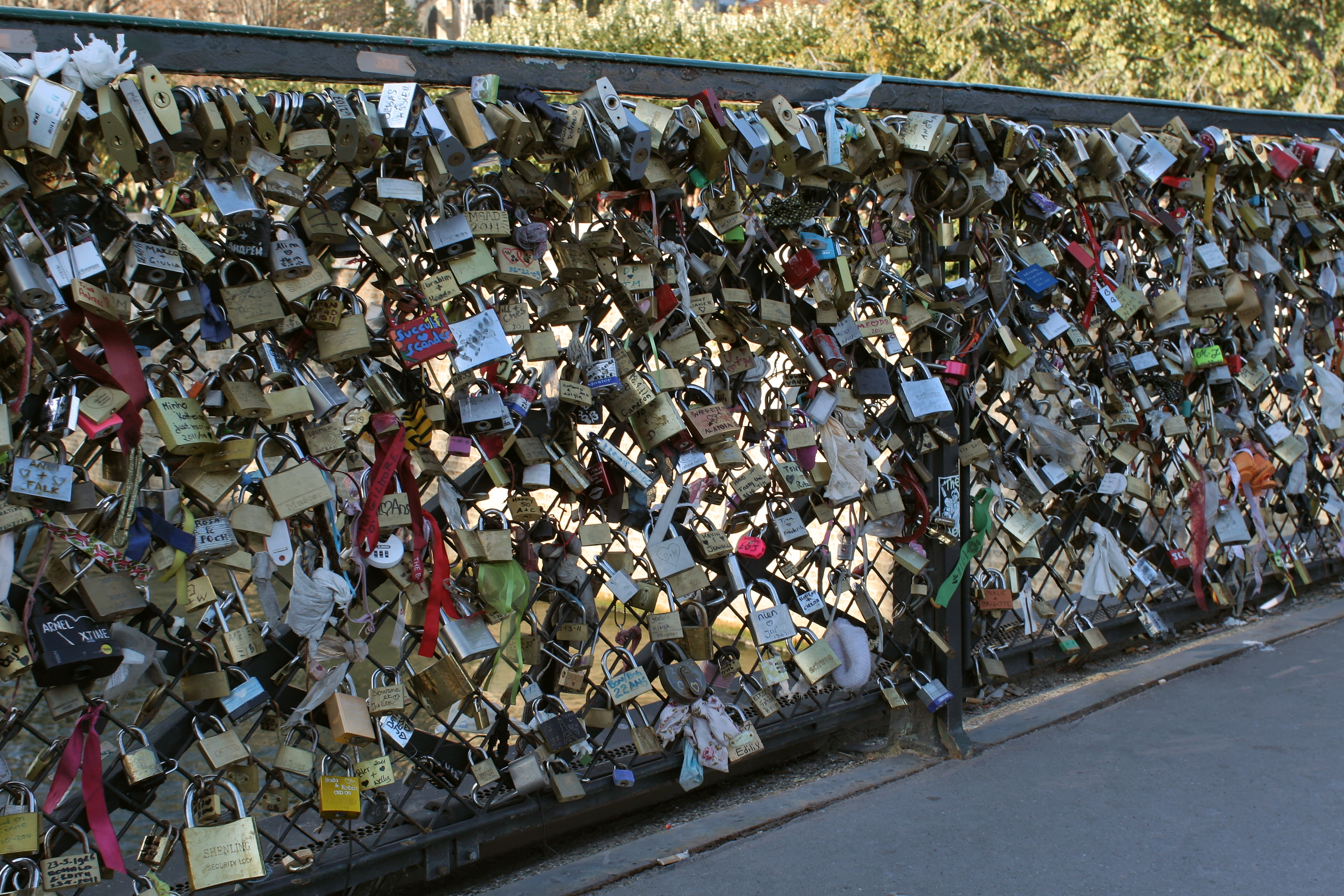 File paris pont de l 39 archev ch cadenas d 39 wikimedia com - Cadenas amoureux pont paris ...