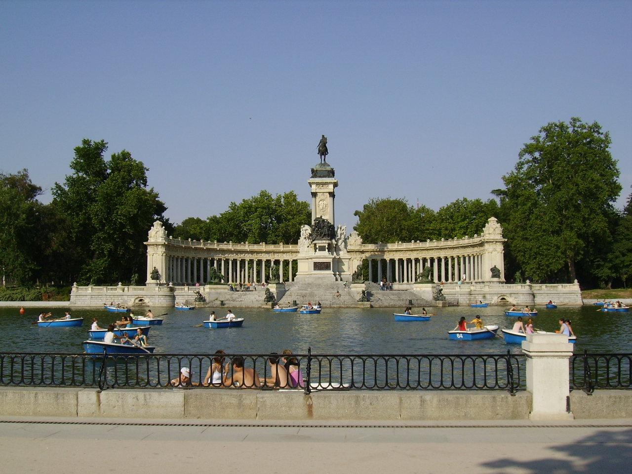 File parque del retiro jpg wikimedia commons for Parque del retiro madrid