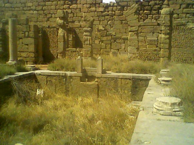 File piscine dans la forteresse byzantine a timgad wilaya for Apprendre a plonger dans la piscine