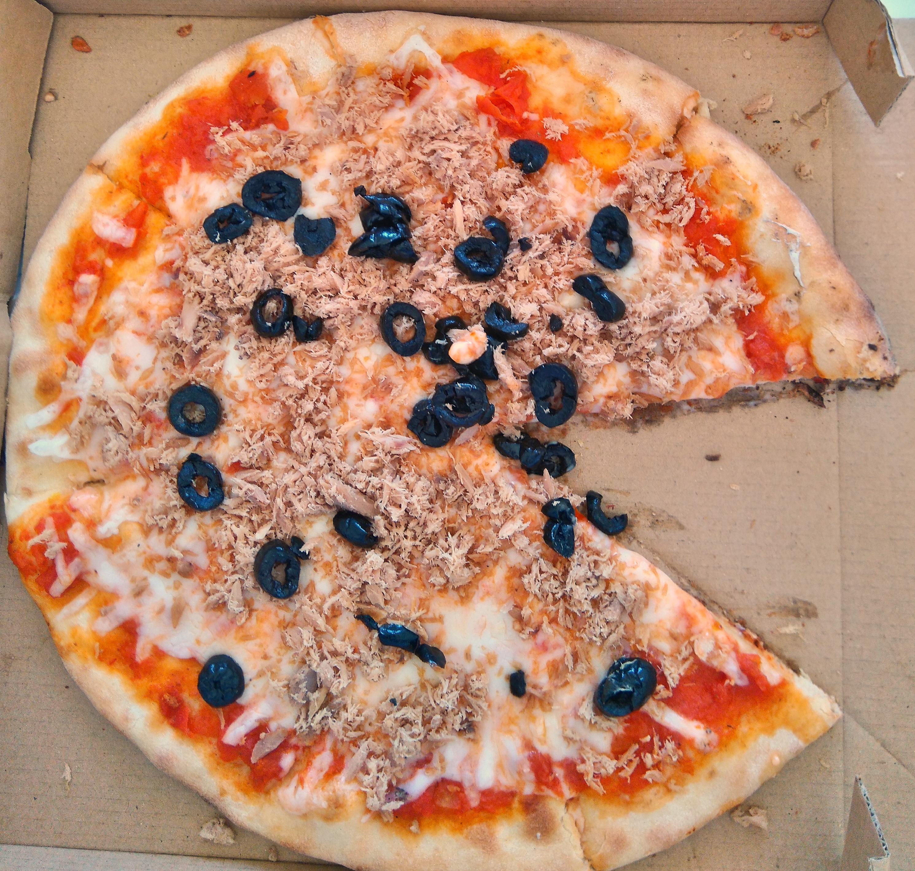 file pizza au thon tunisie 4 mai wikimedia commons. Black Bedroom Furniture Sets. Home Design Ideas