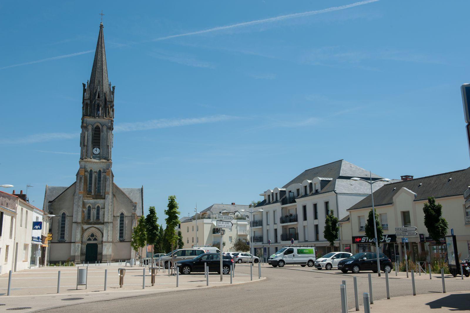 File:Place de l'église de Saint-Sébastien-sur-Loire.jpg - Wikimedia Commons