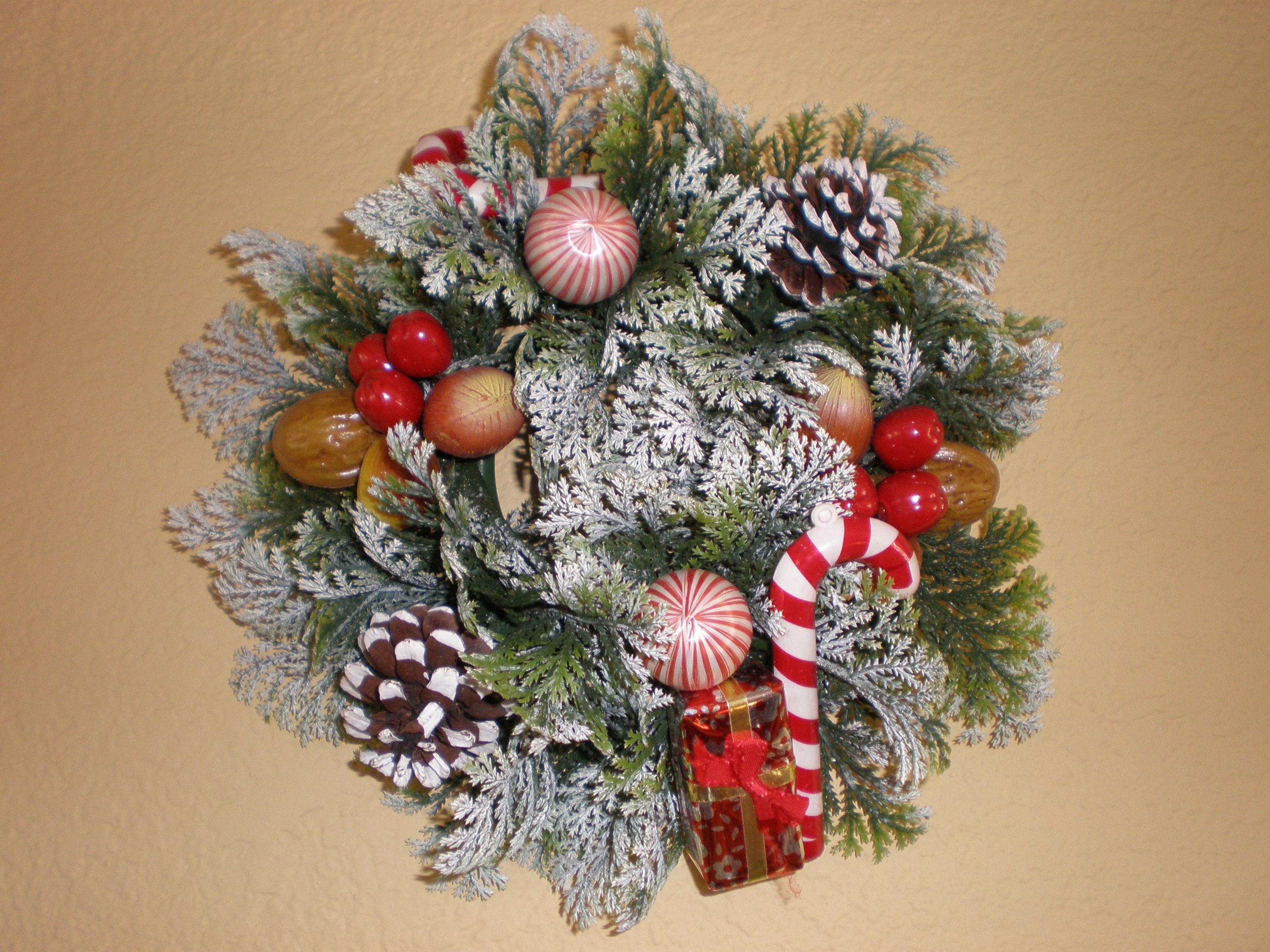 File Plastic Christmas wall wreath 1 JPG Wikimedia mons