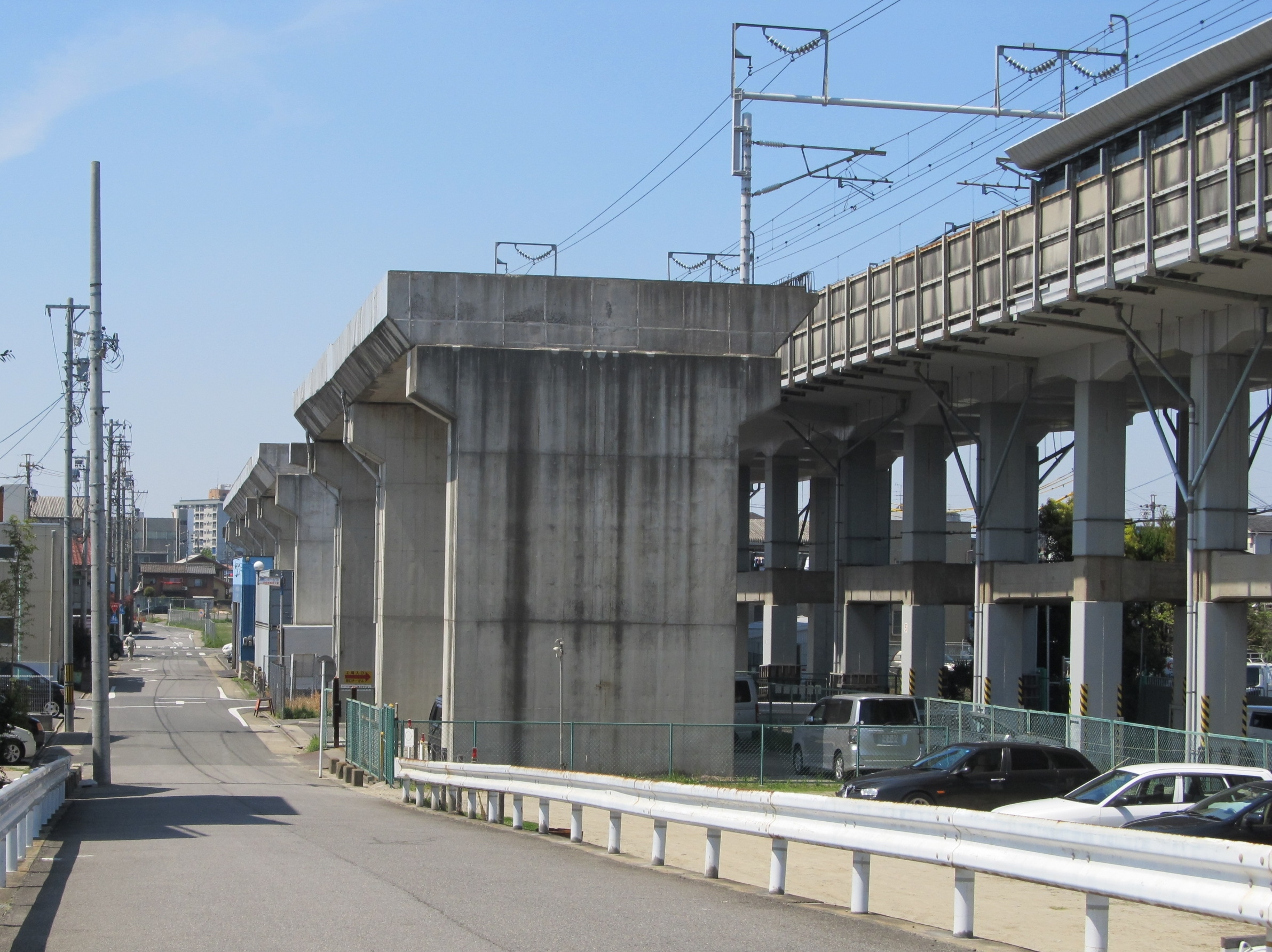 https://upload.wikimedia.org/wikipedia/commons/3/3e/Railway_viaduct_of_Nanp%C5%8D_Freight_Line_6.JPG