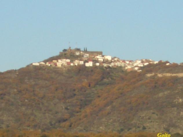 Santibáñez el Alto visto desde el embalse de Borbollón.