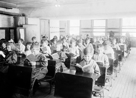 Schoolchildren Reading, Chicago, 1910