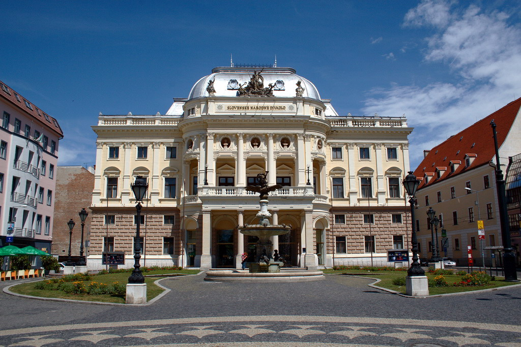 File:Slovak National Theatre in Bratislava - Old building.jpg ...